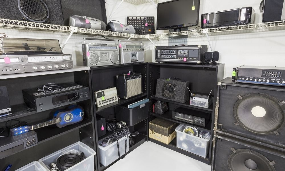 Electronics To Look For While Thrift Shopping